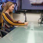 Daniela en la entrevista de radio de cómo escoger psicólogo, coach, ayuda terapia, quito, cumbayá ecuador skype