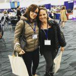 Daniela y una colega en la conferencia de California, que se da cada 4 años, para las tendencias de psicología a nivel mundial, al día, conocimiento, preparación