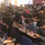 Estudiantes de la UDLA en medio del taller dado por Daniela de orientación vocacional, escoger carrera, ayuda carrera Quito, Skype, Ecuador