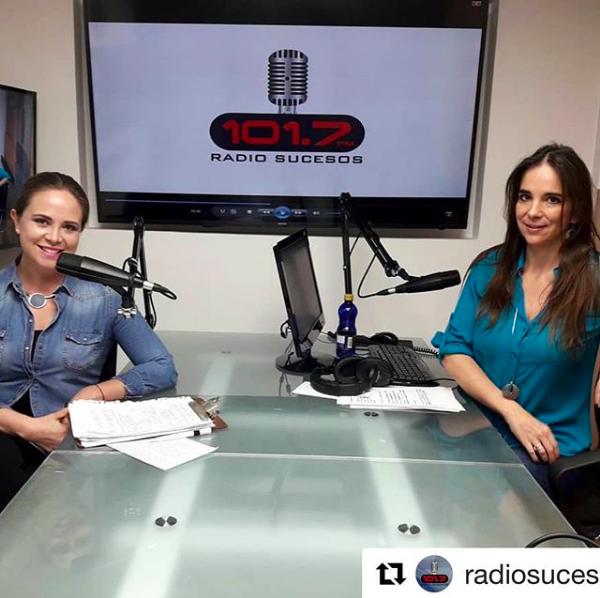 En esta foto está Daniela Psicóloga clínica hablando en la radio de fuerza do vulntad, autocontrol, psicología, ayuda, terapia, skype