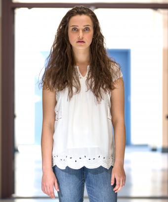 En esta foto se ve a la protagonista de las serie 13 reasons why, suicidio, adolescencia, ayuda, apoyo, terapia, psicología